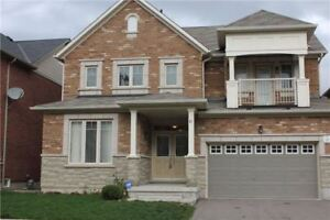 Beautiful House For Rent In Richmond Hill!