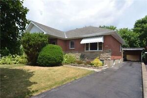 Beautiful Detached House For Rent!! Ravine Lot!!