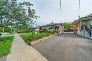 Semi-Detached Backing On The Ravine. Great For Large Family.