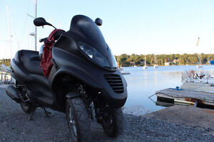 PRICE TO SELL ON LIKE NEW 5000KM Piaggio MP3