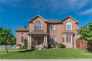 SPACIOUS 4+1BR CORNER LOT HOME IN SOUGHT AFTER OAKVILLE(W3809951