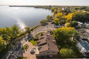 Pointe Claire By The Water-Bright-Dazzling Views- All included West Island Greater Montréal image 7