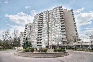 Popular 7 & 11 Townsgate Dr in Thornhill - TTC - key location!