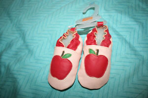 NEW Soft Leather Baby *Apple* Shoes ---- Size 6-12 Mths