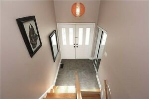 Nicely Renovated Raised Bungalow In Sought After Sw Oakville. Oakville / Halton Region Toronto (GTA) image 4