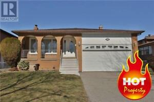 HOUSE 3bed 2bath, detached heart of Mississauga, near SQ1