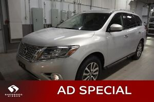 2014 Nissan Pathfinder SV AWD Accident Free,  Heated Seats,  Blu