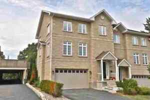 Stunning Executive 3BR End Unit Located In Mississauga