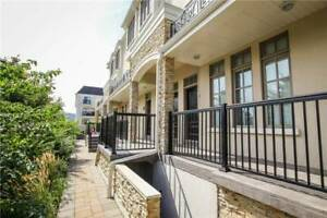 Luxury Townhouse-2 Levels In Fantastic Applewood Location