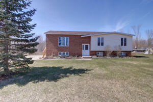 Ecomonical, Well Maintained Home on 1 Acre! -Near owen sound!