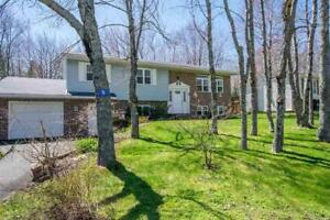 Beautiful home on large lot in Lantz! 9 Maple Crescent