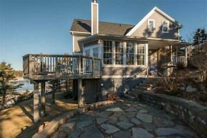 Gorgeous Home with Water Frontage on Pennant Harbour!