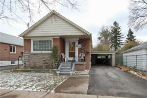 A 3+2 bedroom House - Scarborough (near StClair n Pharmacy)