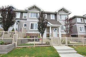Awesome Townhouse, 2 Master Bedrooms in a Serene Neighbourhood!