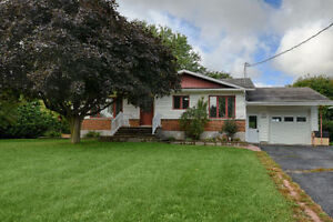 WELL MAINTAINED 3 + 1 BEDROOM BUNGALOW IN ST-ISIDORE FOR SALE!