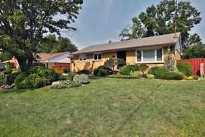 3+1 Bdrm Streetsville Bungalow W/ Fin Bsmnt For Sale!!