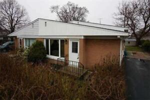 Welcome To 92 Septonne Ave.Vacant!! Move In Today!!