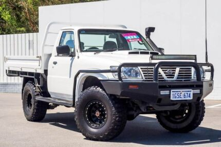 2006 Nissan Patrol GU II DX White 5 Speed Manual Cab Chassis Maddington Gosnells Area Preview