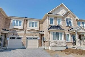 Stunning 4 Bdrm Town Home Has Maple Kitchen Cabinets *PICKERING*