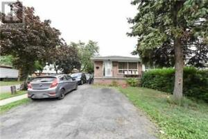 6838 DARCEL AVE Mississauga, Ontario