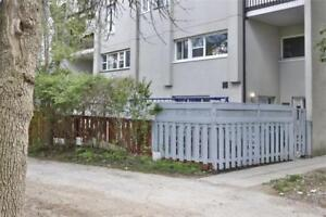 Ground Floor Stacked Townhouse In Desirable Applewood! End Unit