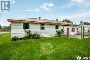 South/West Barrie!! Smaller home on HUGE LOT!!
