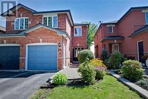 653 Walpole Cres Newmarket Ontario House for sale!