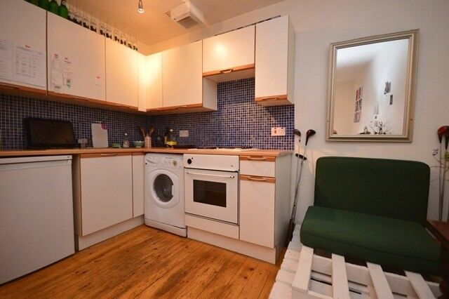 Well-presented, main door, 1 bed flat split over 2 levels located off Leith Walk - available April