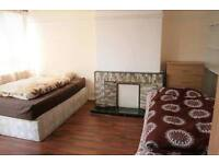 W0W ! SPACIOUS TWIN with 3 WEEKS DEPOSIT ONLY !