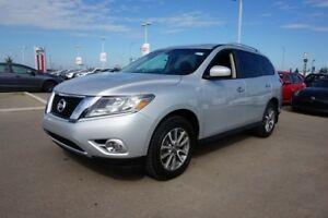 2014 Nissan Pathfinder 4X4 SV 7 PASSENGER Accident Free,  Heated