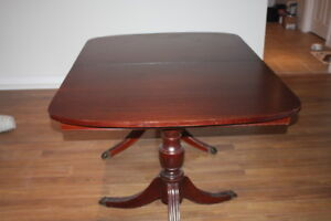 Mahogany Sheraton Style Dining Room Table and Chairs
