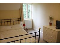 Lovely double room available in family home