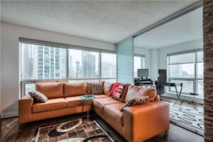 Over 900 Sq Ft 1+Den Suite At 10 Yonge St! Incredible Views!