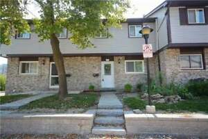 This House! Very Private Fully Fenced West Facing Yard