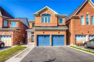 Bright House In The Heart Of Mississauga At Benjamin Crt