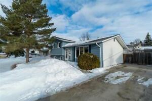 Beautiful house in Charleswood!  A MUST see!!