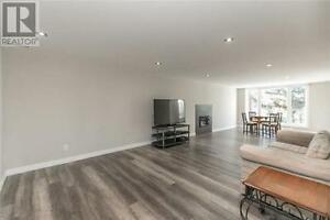 Newly Renovated Bungalow on Beautiful Premium Lot in Newmarket