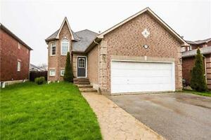 Two Bedroom House' Main Floor Near Geogian C and Victoria H