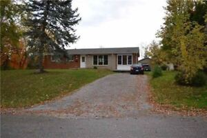 Beautiful  Over Sized Bungalow,in Keswick( hillside Rd) for Rent