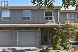 Freshly Painted Townhouse, 4 Br, 2 Wr, 60 HANSON RD, Mississauga