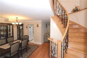 Bayview/John - Renovated 3 Brd Detached Home W/Garage+3Parkings