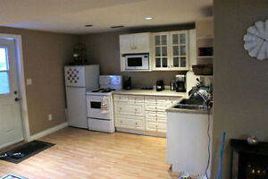 Amazing 1 BD /1 BR Open Concept Apt $1000, Utils and Int Incl.