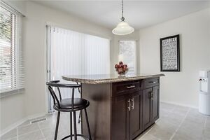 STUNNING HOUSE FOR RENT IN BARRIE CLOSE TO HWY 400 AND DOWNTOWN