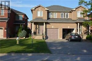 Beautiful semi-detached home in great location in Newmarket