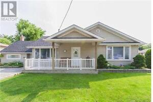 2 bedroom bungalow with spacious backyard avail Nov 1st