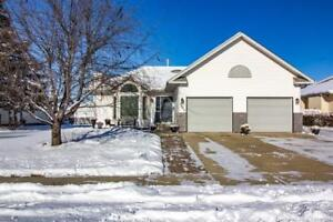 Beautifully Renovated Home in Innisfail!