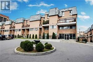 Recently Renovated Townhouse,5+1Beds,3Baths,100 MORNELLE CRT