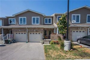 3+1 Bedrooms, 3,5 Washrooms Newer Townhouse