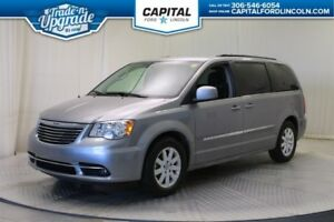 2016 Chrysler Town & Country Touring **New Arrival**