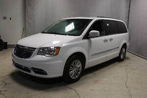 2016 Chrysler Town & Country TOURING L Navigation (GPS),  Rear D